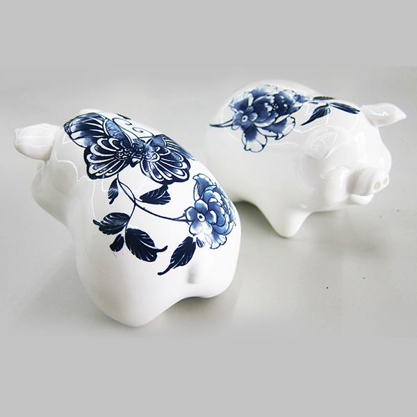 聖誕交換禮物【設計點】楊莉莉青花-一對小豬調味罐 (E01700301)